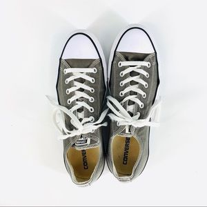 Converse  W's 13, M's 11 chuck Taylor low-